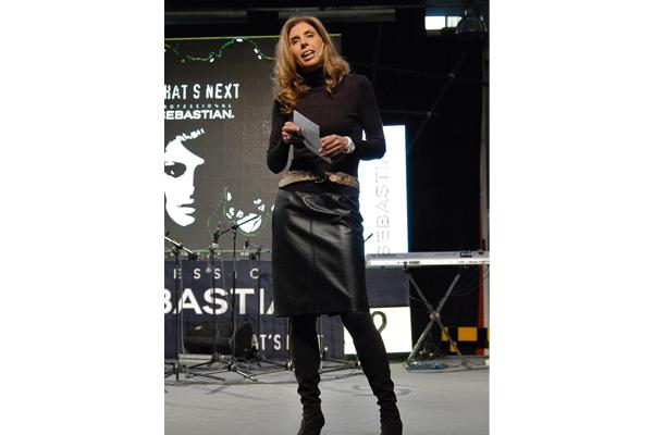 Susana Campuzano dando una conferencia formativa para la marca Sebastian Wella Procter & Gamble